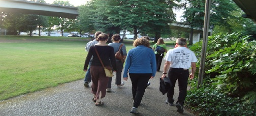 Group walk in Washington Jefferson Park