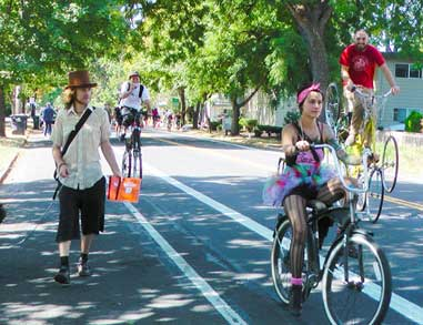 People have non-motorized fun at Sunday Streets