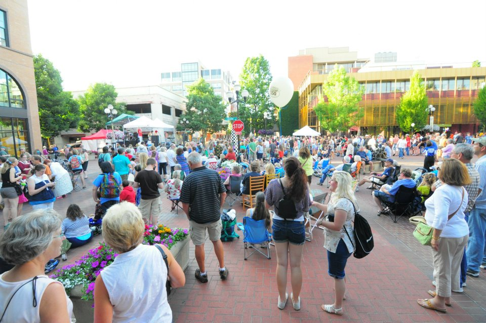 Crowd celebrating Eugene@150 in Kesey Square