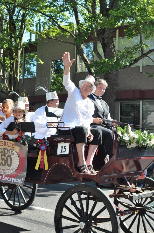 Mayor Piercy waving from wagon